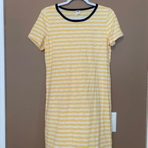A super fun and cute Old Navy dress!